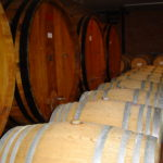 Barolo Barrique Fässer im Piemont