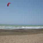 Kitesurfer am Strand von Marina di Castagneto