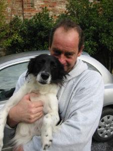 Alessandro Fantino mit seinem Mischlingshund