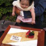 Maria Sole mit ihrer Tauf-Torte im Bulgari Hotel