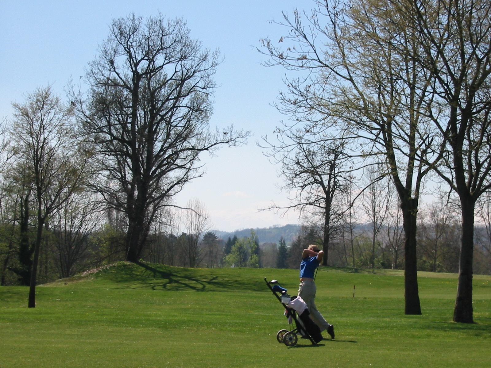 Golfen im Februar in der Toskana auf Sommergruens