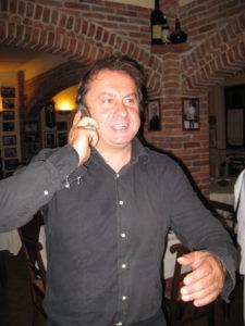 Luciano der Chef vom Ostu Di Djun in der Nähe von Alba