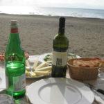 Mittagessen in der Sonne in La Zattera Strand Toskana im Oktober