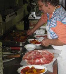 Italienische Vorspeise aus dem Restaurant Ostu Di Djun: Paprika mit Thunfischsosse ganz einfach und lecker