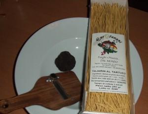 schwarzer Trueffel mit Tajarin al tartufo und Trueffelhobel