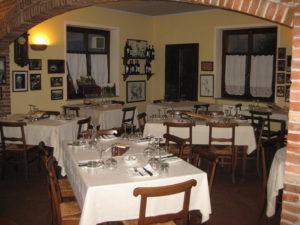 traditionelles Restaurant im Piemont Ostu Di Djun