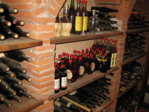 Weinkeller vom Besitzer Restaurant La Grotta in Buti Toskana