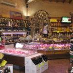 Italienische Spezialitaeten im Outlet in Italien: Parmaschinken und Parmesan Outlet bei Parma