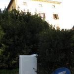 von GEOFOR Muellentsorgung noch nicht abgeholte Waschmaschine in der Toskana
