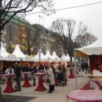 Weihnachtsmarkt mit Glühwein in Hamburg