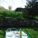 Piemont im April erste warme Sonnentage im Garten vom B&B Ca San Ponzio