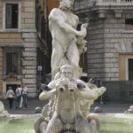 Roma Piazza Navona, Brunnen mit italienischer Maenner Marmor Statur