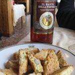 typischer toskanischer Nachtisch Vin Santo mit Cantuccini