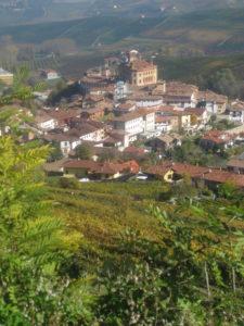 Barolo im Langhe Tal im Piemont mit Schloss