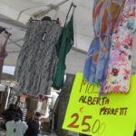 italienische Sommerkleider auf dem Forte Dei Marmi Markt