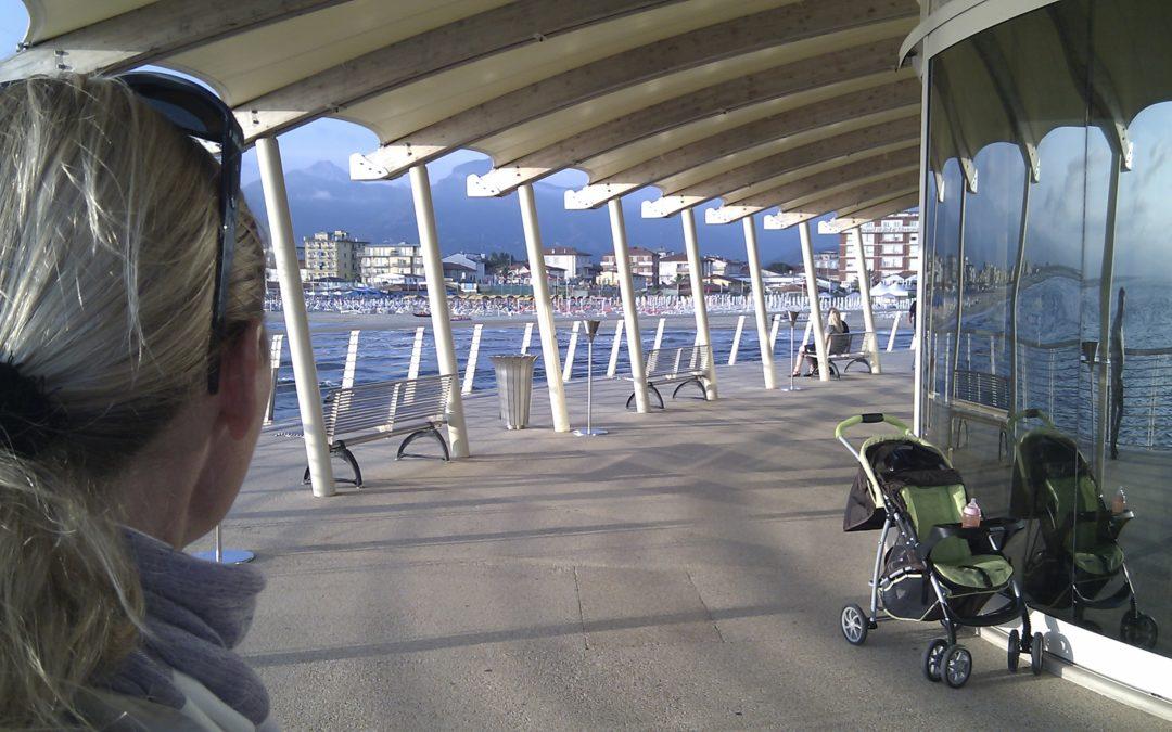 Eine coole italienische Aperitif Bar am Strand von Camaiore bei Viareggio